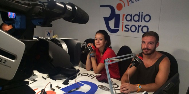 Itziar y Juanvi durante la entrevista.