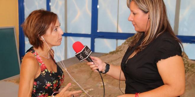 Loly Guanche habla con la atleta Teresa Linares el pasado miércoles