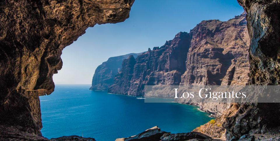 Cueva,-Acantilado-Los-GigantesEDIT