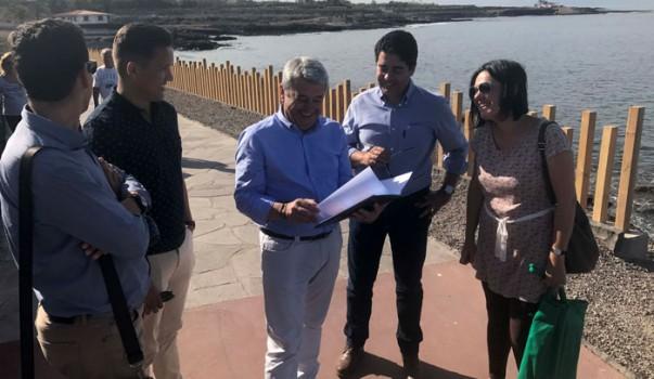 """El alcalde, Pedro Martín, afirmó que """"el Cabildo, desde el primer momento entendió que invertir en Tenerife, en la costa de nuestra isla, no solo genera un atractivo turístico, sino que, por encima de ello, está el interés de recuperar un espacio antes prácticamente intransitable''."""