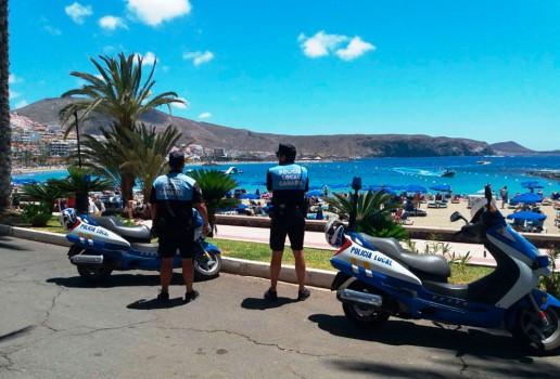 La concejal destaca la gran dedicación y esfuerzo que están realizando los agentes de la unidad de Policía Turística, que han presentado 15 actas de denuncia